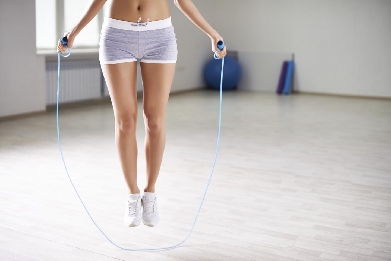 Как Со Скакалкой Сбросить Вес. Прыжки со скакалкой для похудения: правила, таблицы тренировок, видео