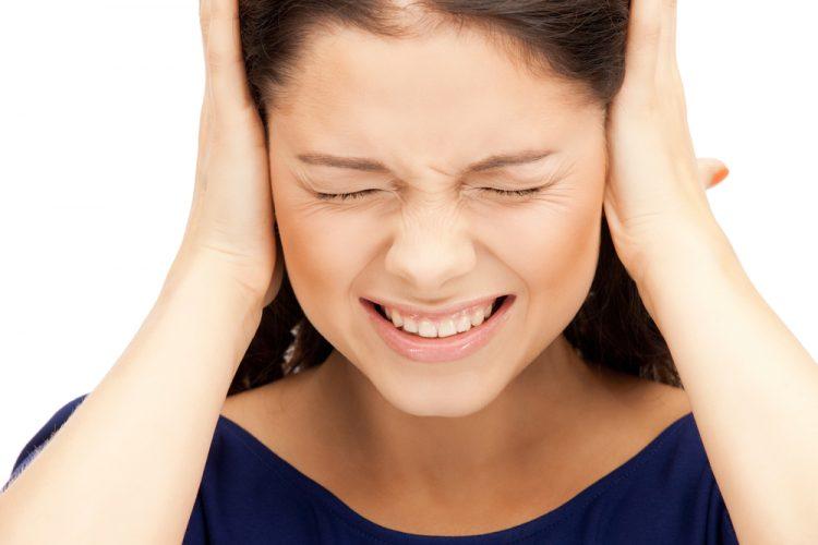Головная боль и шум в ушах - первые симптомы патологии