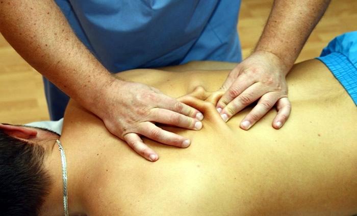 Проведение сегментарно-рефлекторного массажа шеи