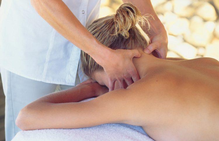 Проводить массаж должен исключительно специалист