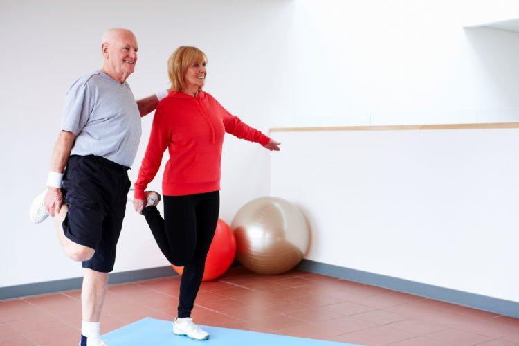При остеохондрозе спортом заниматься можно, и даже нужно