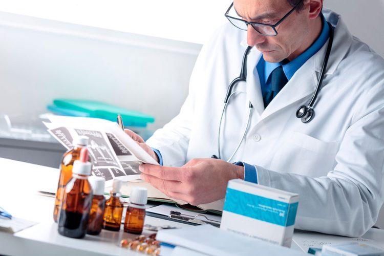 При появлении первых симптомов обязательно следует обратиться за помощью к врачу