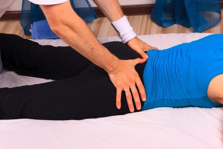 Лечить заболевание можно при помощи массажа