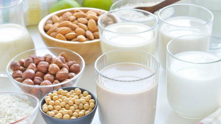 Рацион больного должен быть насыщен молочными продуктами, орехами и фруктами