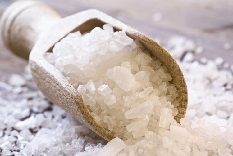 Раствор морской соли поможет снять отечность