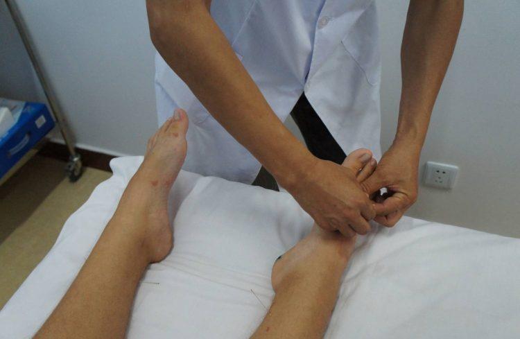 При первых симптомах заболевания необходимо обратиться за консультацией к специалисту