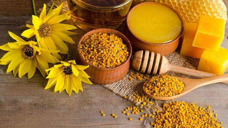 Для лечения артроза часто применяют мед и другие продукты пчеловодства