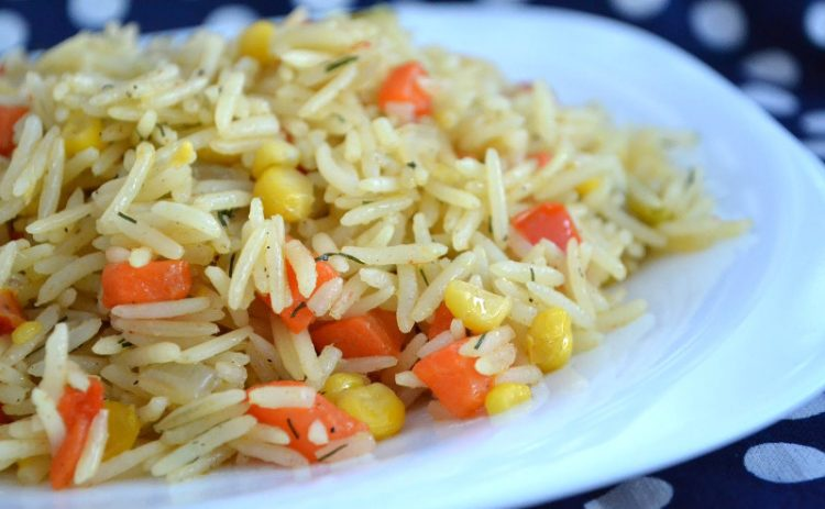 Отварной рис и овощи