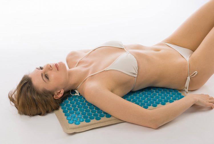 Лечение грудного остеохондроза при помощи аппликатора Кузнецова