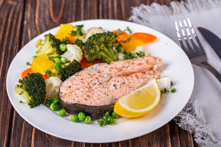 Еду для больного необходимо готовить на пару или отваривать