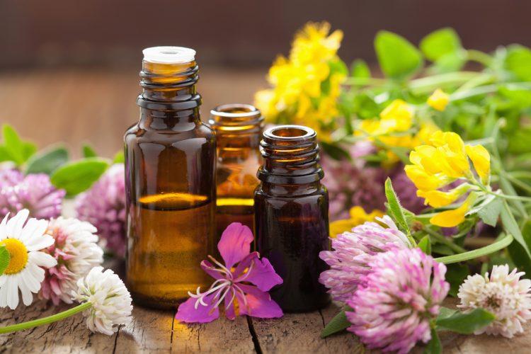 Для растирания шейного отдела позвоночника можно использовать эфирные масла