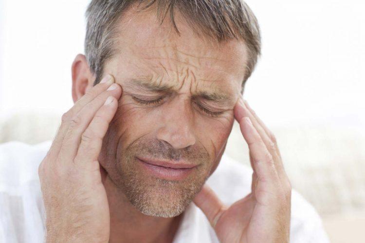 При развитии заболевания пациент может жаловаться на головокружения и общую слабость