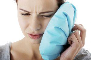 Холодный компресс поможет снять болевые ощущения