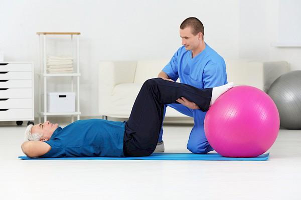 Комплекс упражнений для больного подбирает врач
