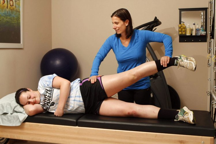 Упражнения ЛФК для коленного сустава