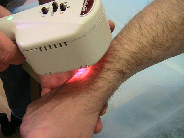Для лечения патологии широко применяют физиотерапевтические методы