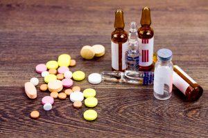В первую очередь назначается прием обезболивающих препаратов
