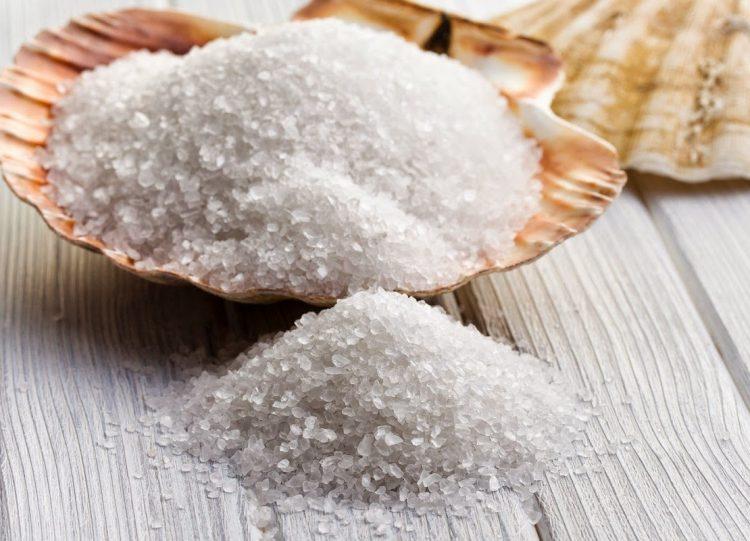 Морская соль в компрессе поможет снять отечность