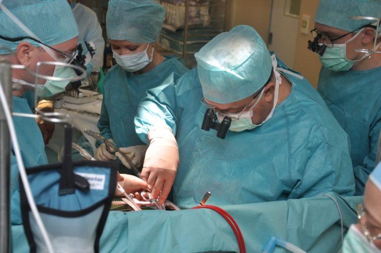 Оперативное вмешательство проводится тогда, если медикаментозное лечение оказалось неэффективным
