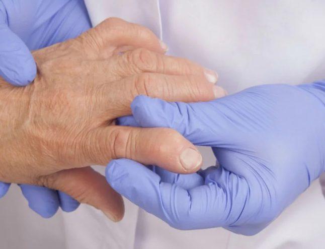 Схему упражнений ЛФК для пациента подбирает врач
