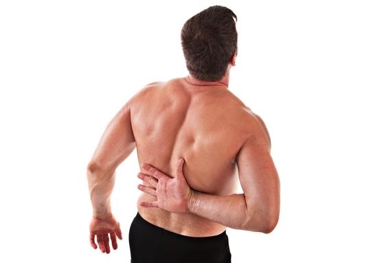 При резких движениях пациент может испытывать прострел между рёбрами