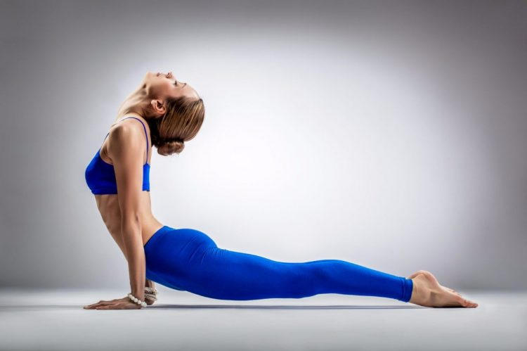 Перед выполнением упражнений обязательно следует провести растяжку