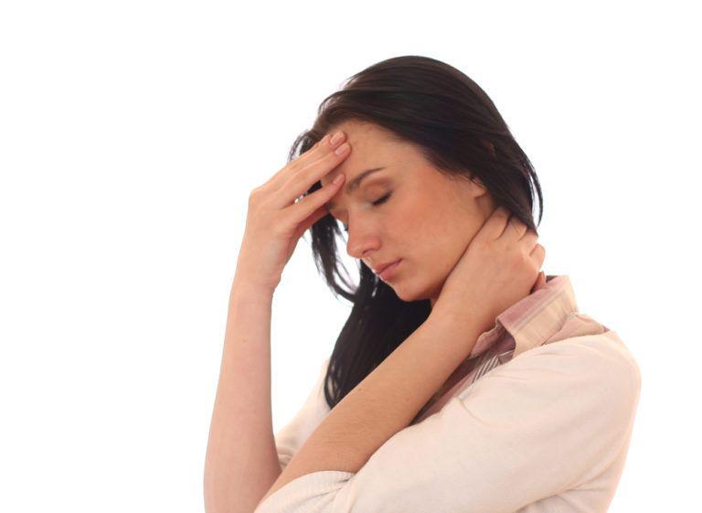 При шейном остеохондрозе пациент постоянно испытывает болезненные ощущения