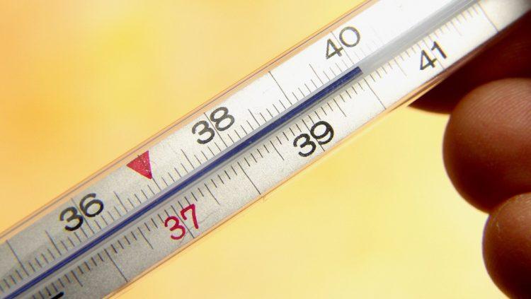 При заболевании температура может повышаться во многих случаях