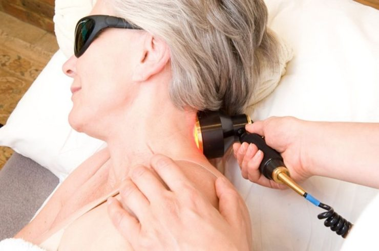 Физиотерапевтические процедуры помогут избавиться от остеохондроза шеи