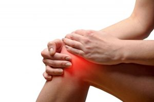Пациент ощущает боль в суставах и отечность тканей