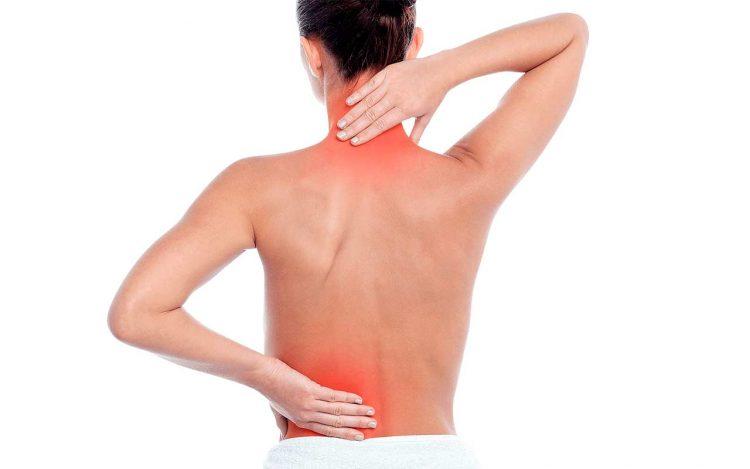 Пациент при остеохондрозе ощущает выраженный болевой синдром