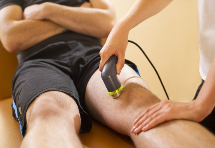 Сеанс физиотерапевтических процедур при артрозе