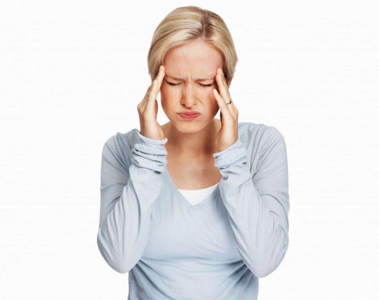 Головная боль - симптом, который очень часто встречается при шейном остеохондрозе